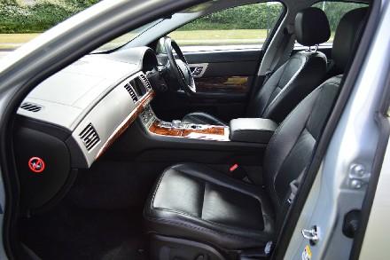 Jaguar XF 2.7d Luxury 4dr Auto image 3