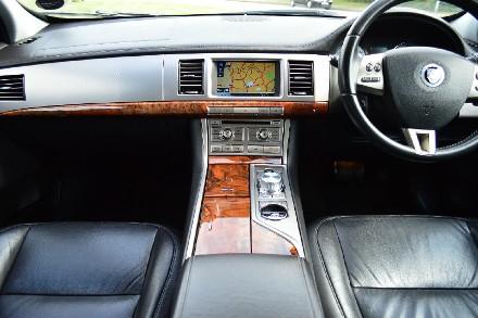 Jaguar XF 2.7d Luxury 4dr Auto image 4