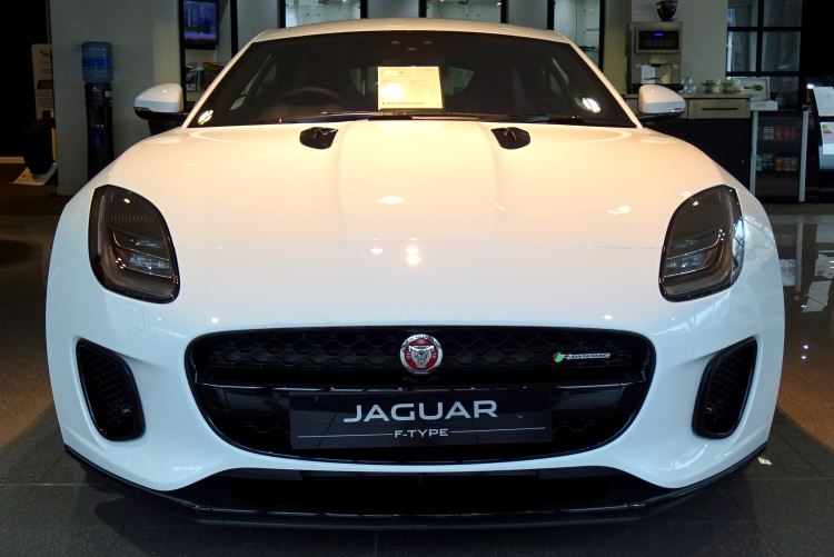 Jaguar F-TYPE 2.0 Turbocharged R-Dynamic 2dr Auto 300PS  image 2