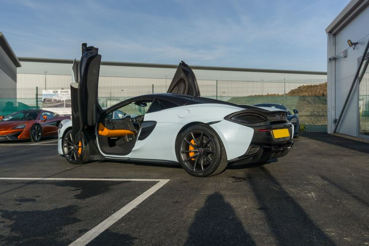 McLaren 570S Spider MSO LAUNCH EDITION image 10