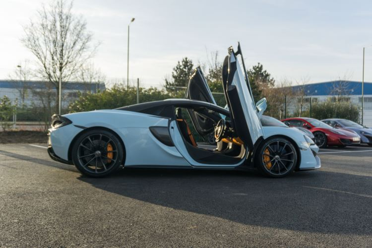 McLaren 570S Spider MSO LAUNCH EDITION image 12