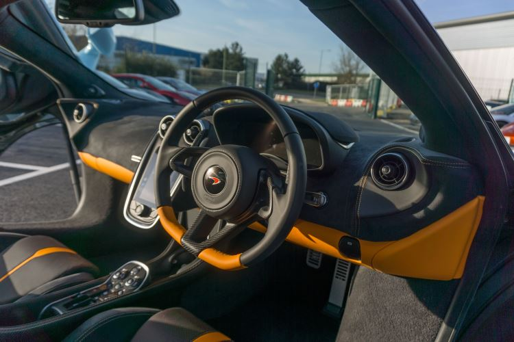 McLaren 570S Spider MSO LAUNCH EDITION image 13