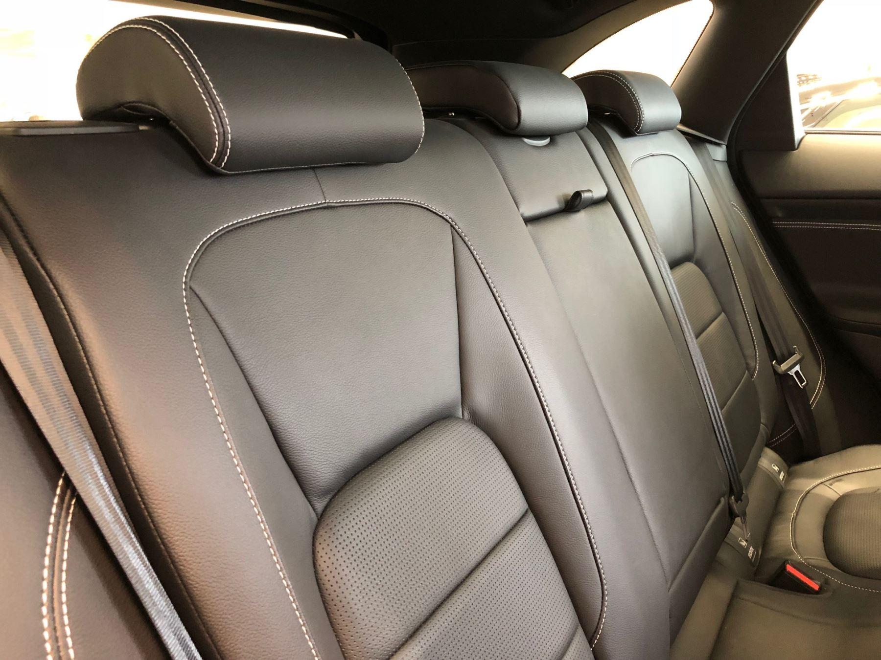 Jaguar F-PACE 2.0d R-Sport AWD image 5