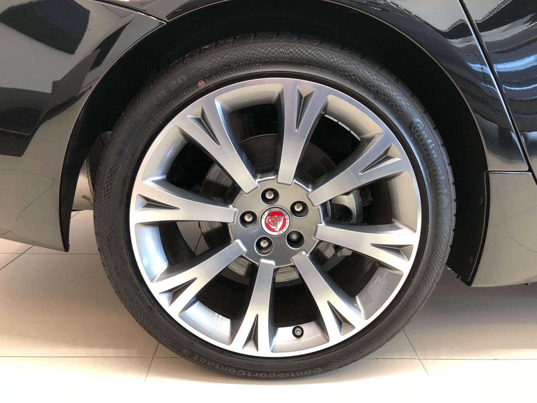 Jaguar XJ 3.0d V6 Portfolio image 3