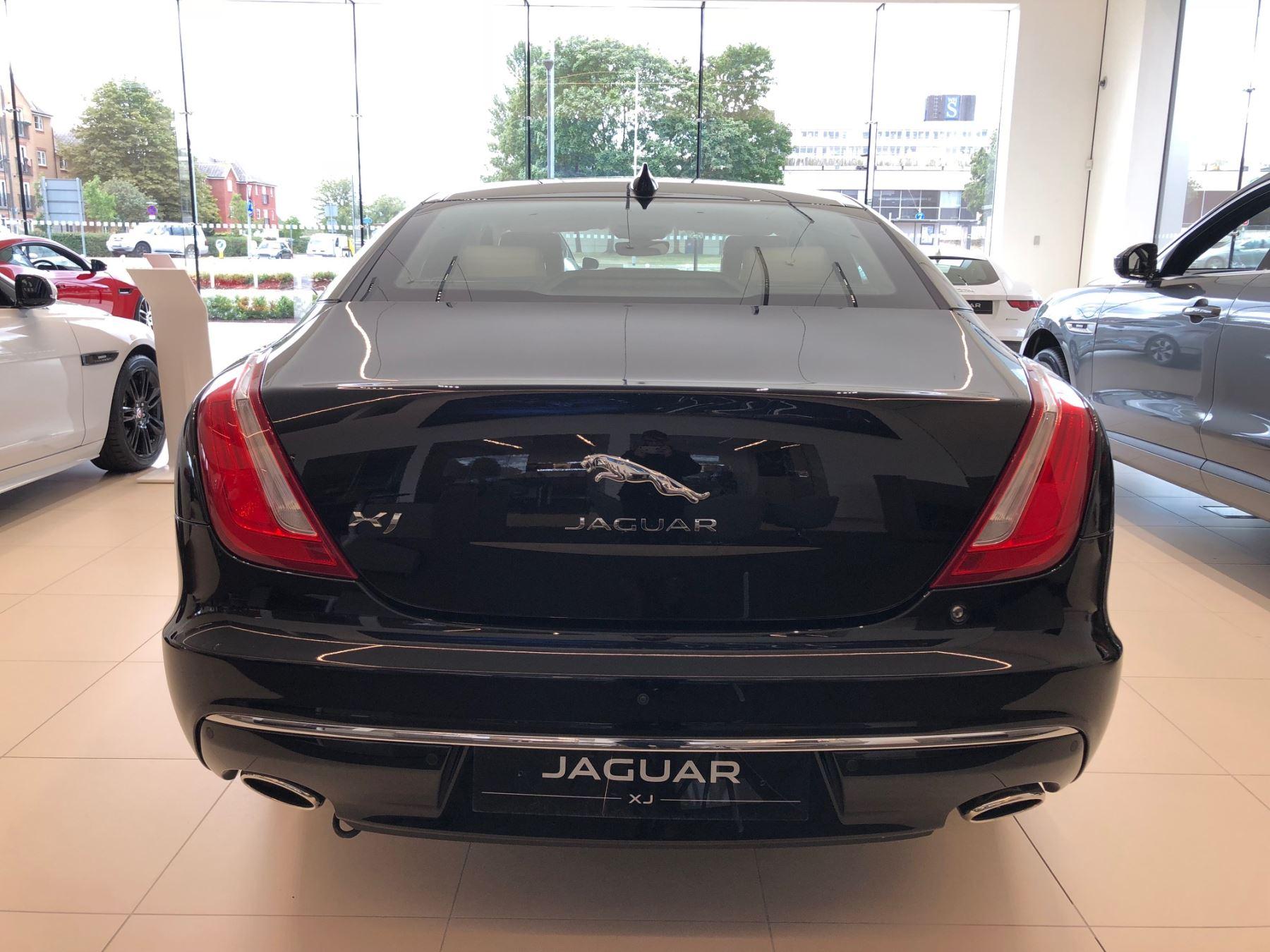 Jaguar XJ 3.0d V6 Portfolio image 4