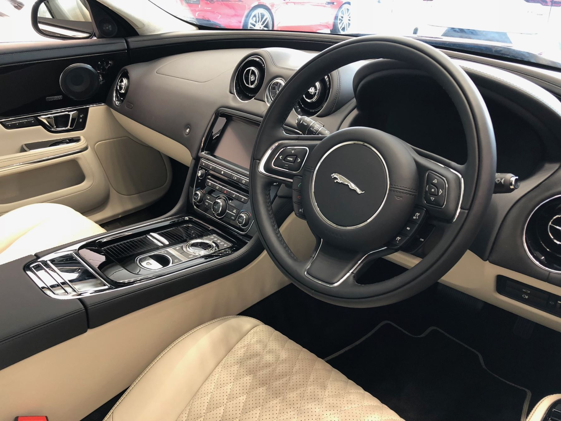 Jaguar XJ 3.0d V6 Portfolio image 6