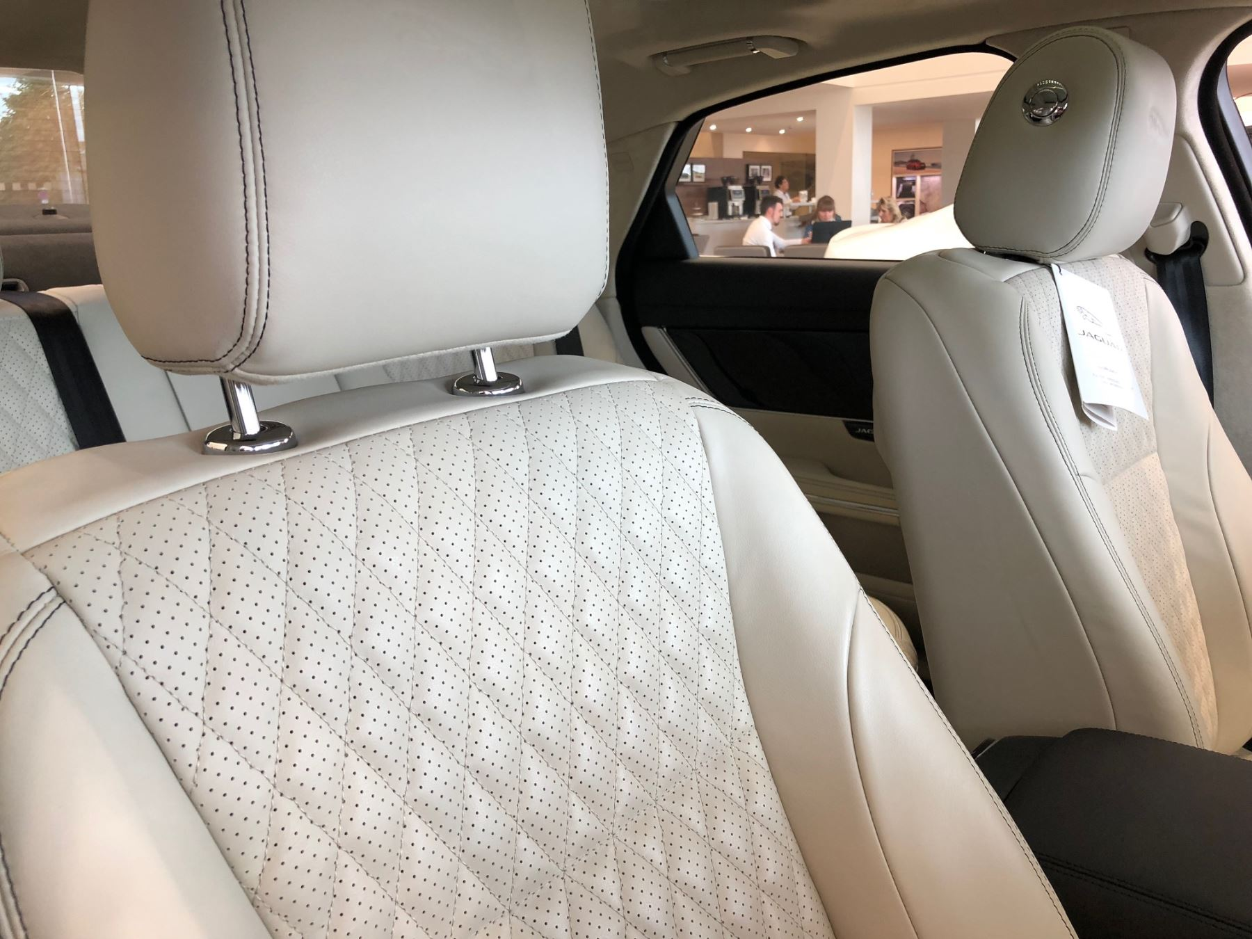 Jaguar XJ 3.0d V6 Portfolio image 7