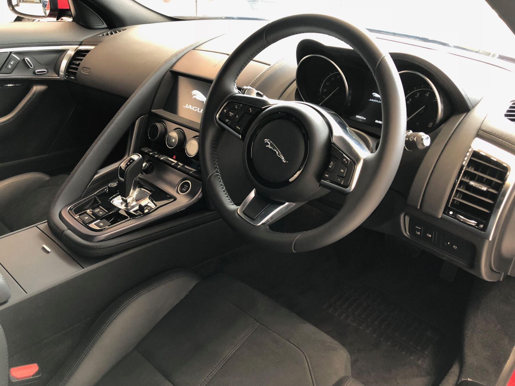Jaguar F-TYPE 2.0 300PS RWD R-Dynamic image 4