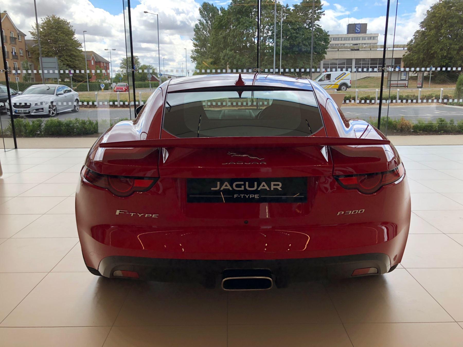 Jaguar F-TYPE 2.0 300PS RWD R-Dynamic image 6