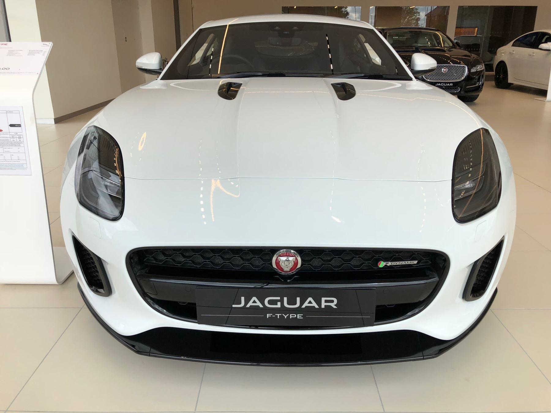 Jaguar F-TYPE 2.0 R-Dynamic image 2