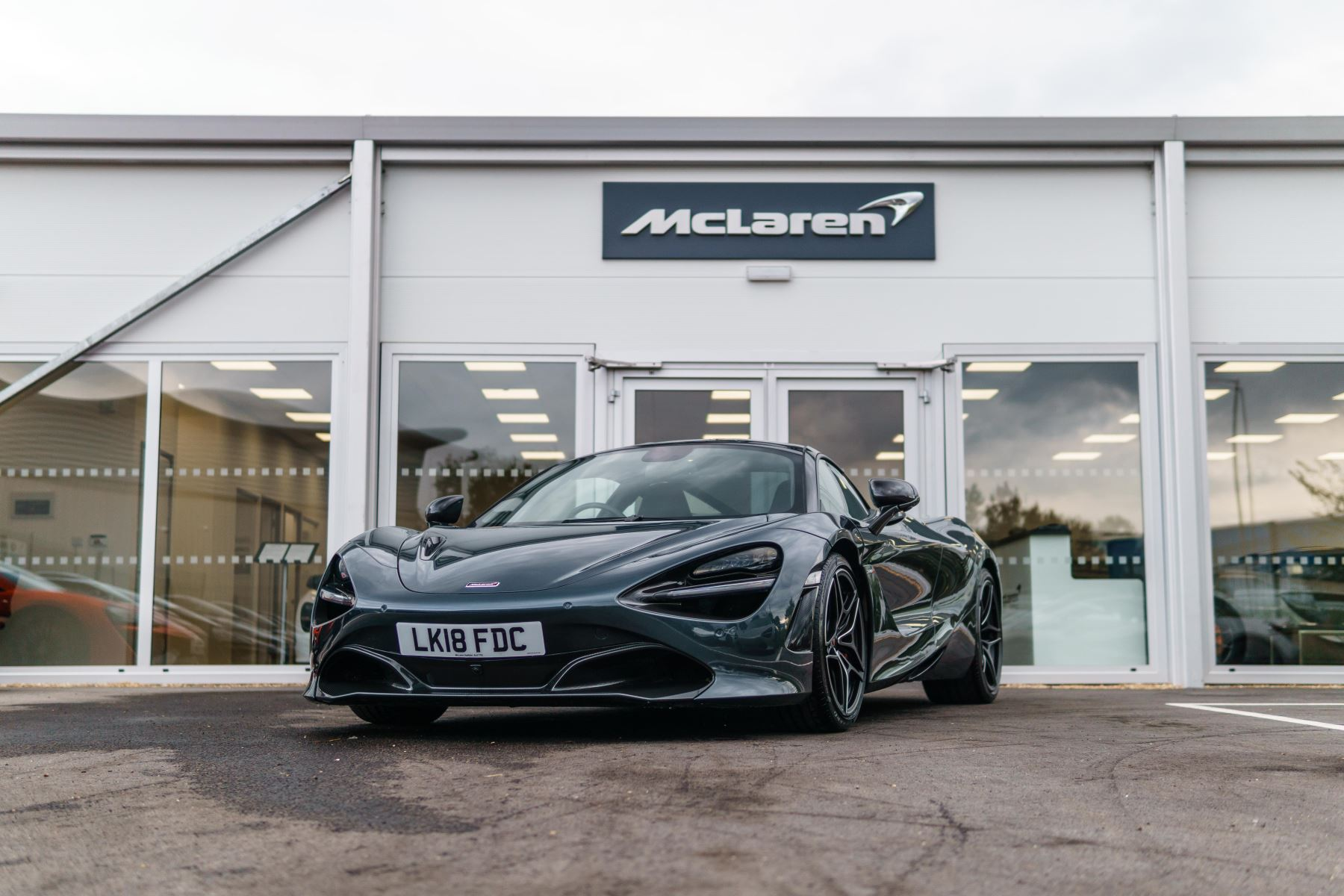 McLaren 720S Performance V8 Coupe SSG 4.0 Automatic 2 door (2018) image
