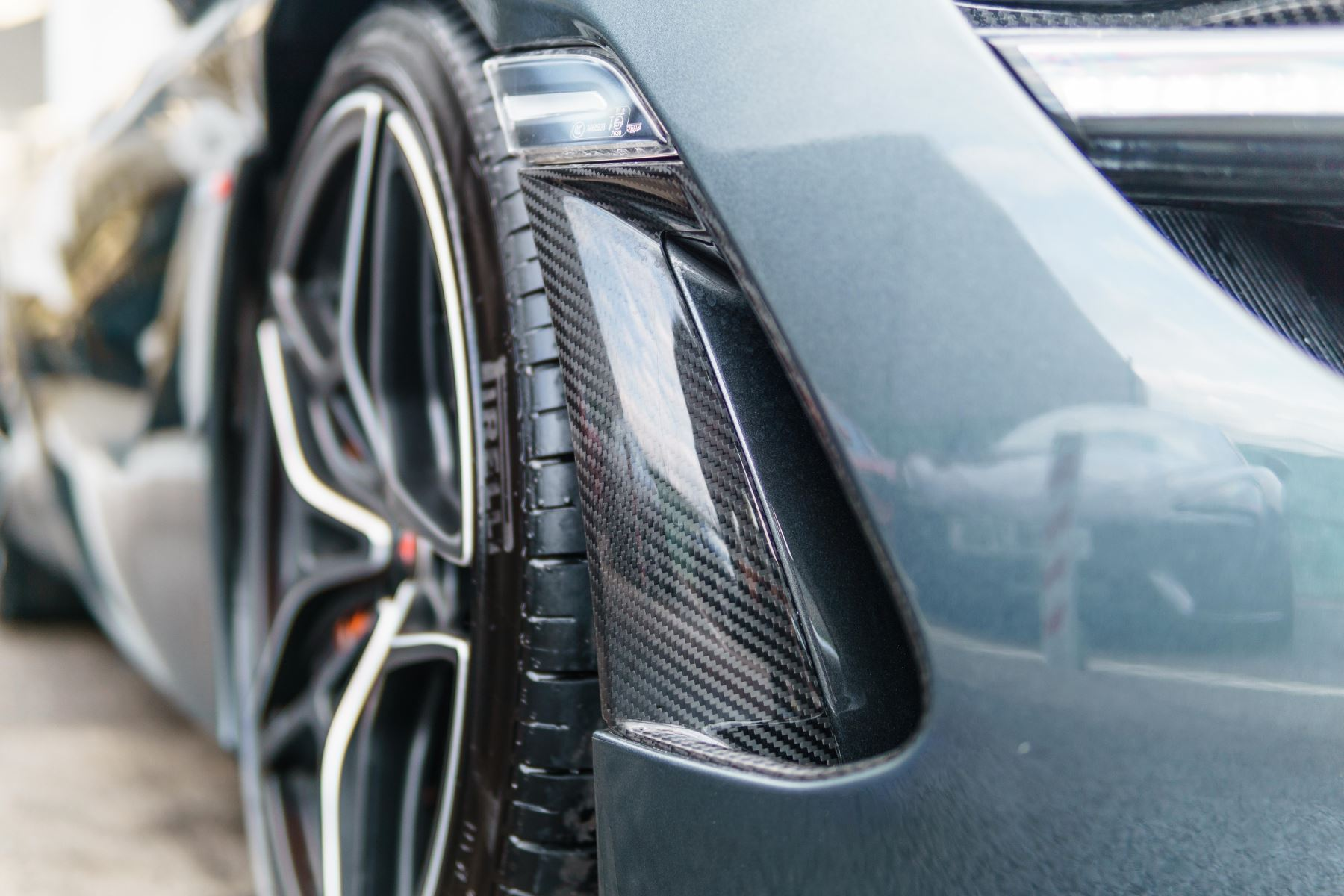 McLaren 720S Performance V8 Coupe SSG image 12
