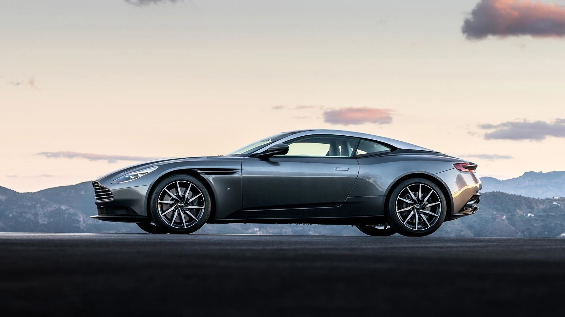 Aston Martin DB11 V12 with 5 years free servicing* image 2