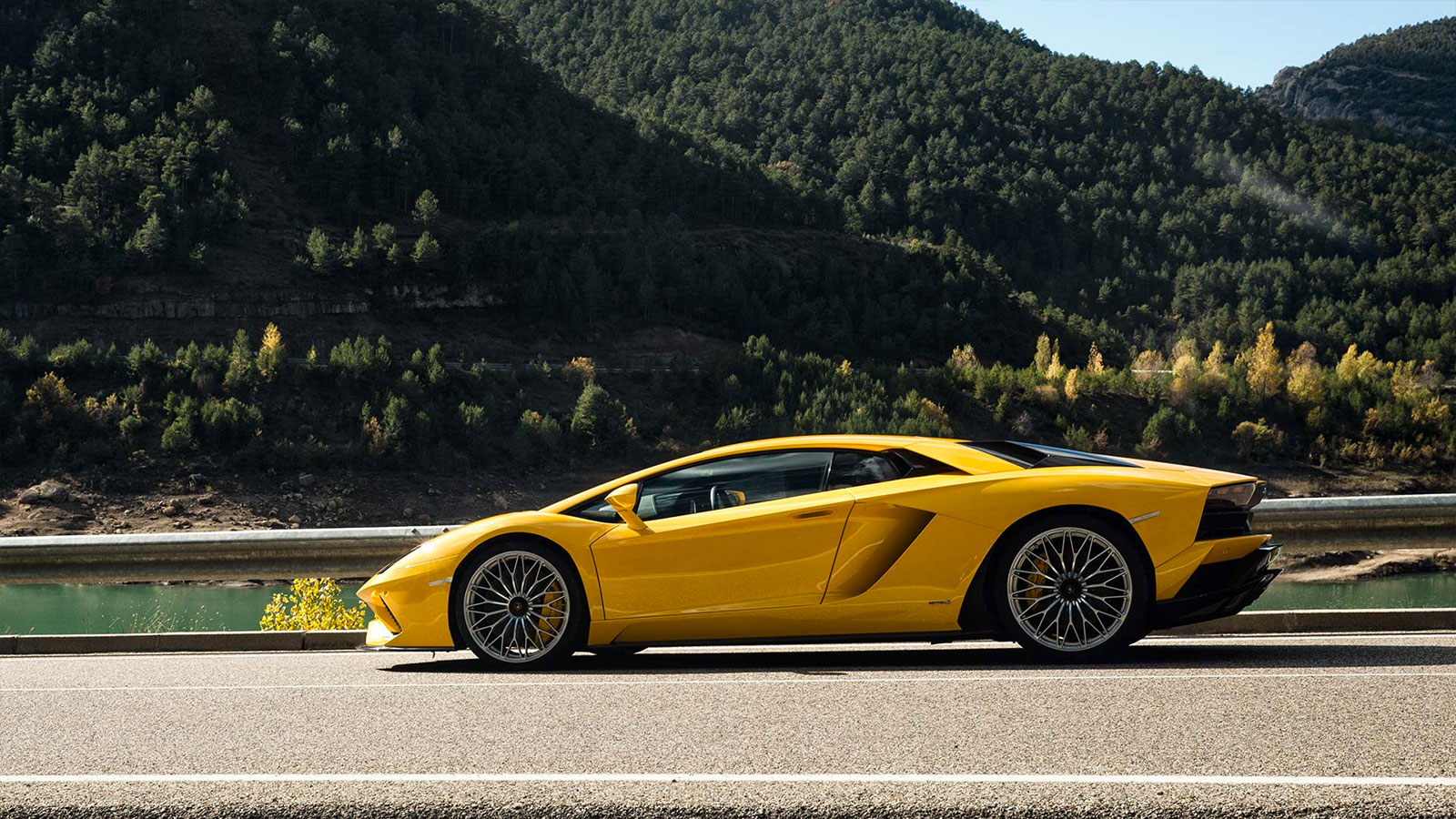 Lamborghini Aventador S Coupe - The Icon Reborn image 3