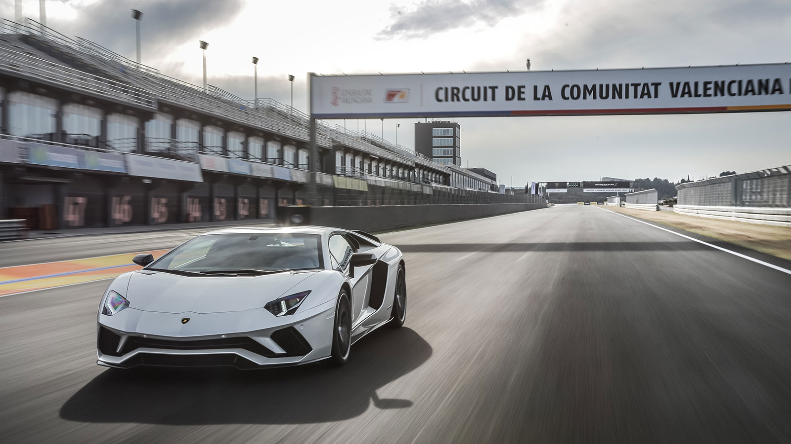 Lamborghini Aventador S Coupe - The Icon Reborn image 18