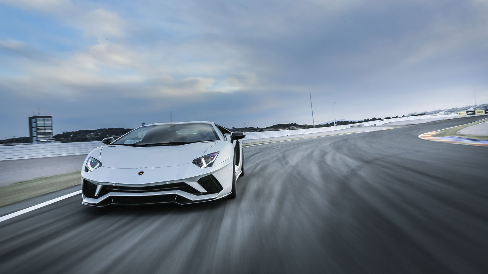 Lamborghini Aventador S Coupe - The Icon Reborn image 15