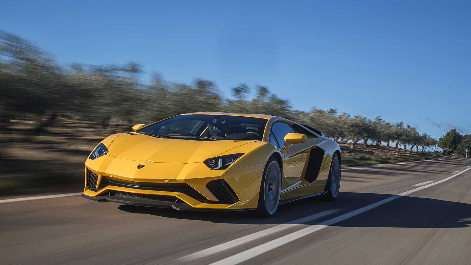 Lamborghini Aventador S Coupe - The Icon Reborn image 31