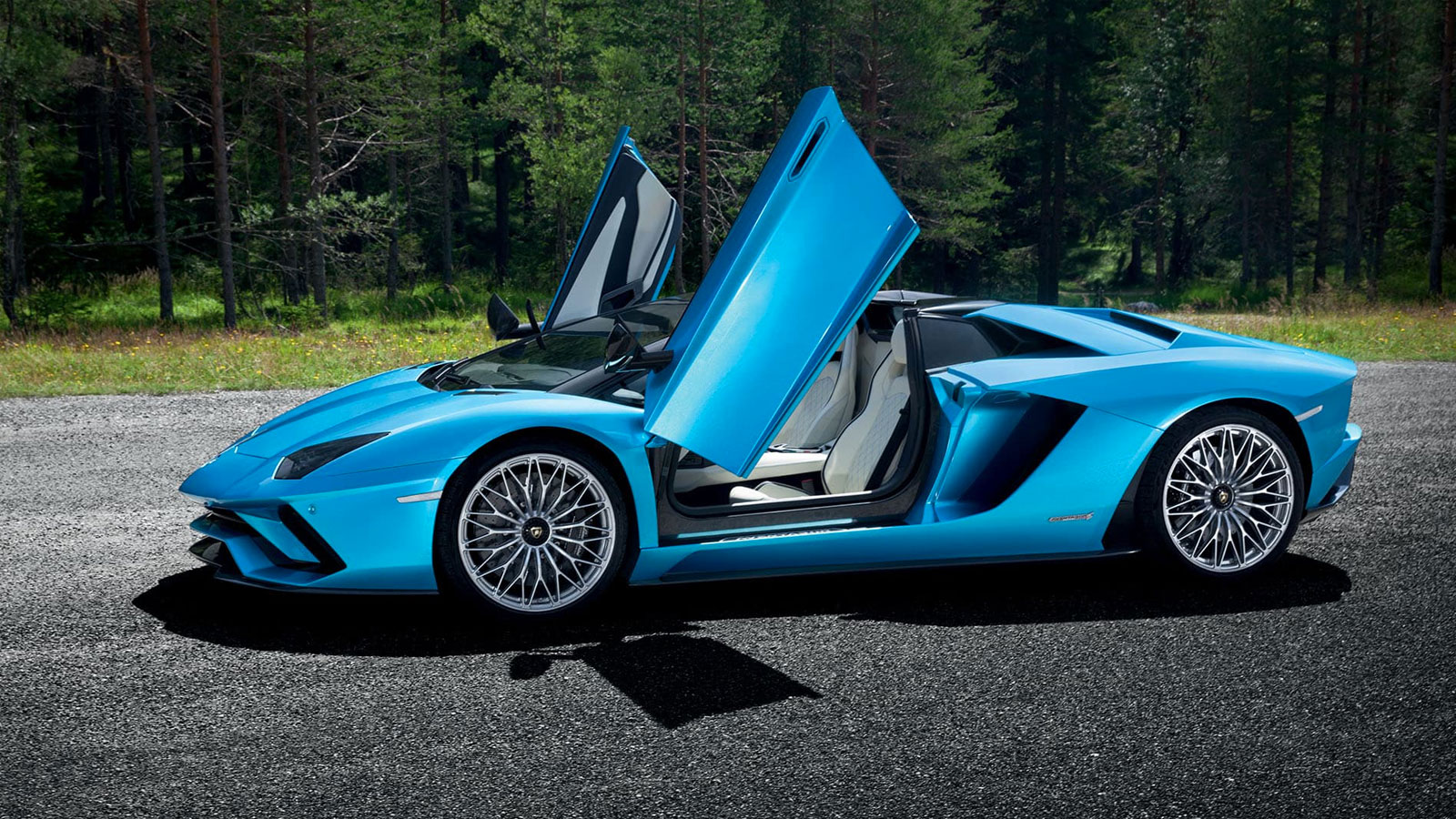 Lamborghini Aventador S Roadster - The Open Top Icon image 4
