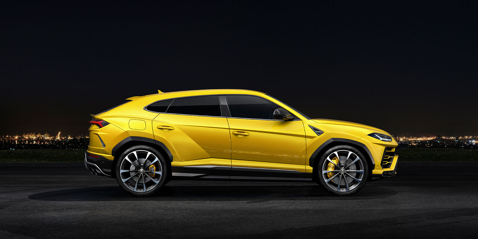 Lamborghini Urus - The World's First Super Sport Utility Vehicle image 7