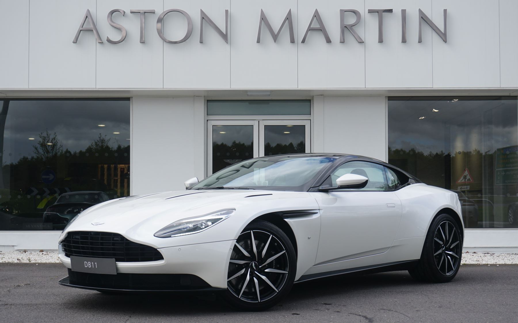 Aston Martin DB11 V12 2dr Touchtronic 5.2 Automatic Coupe (2018) image