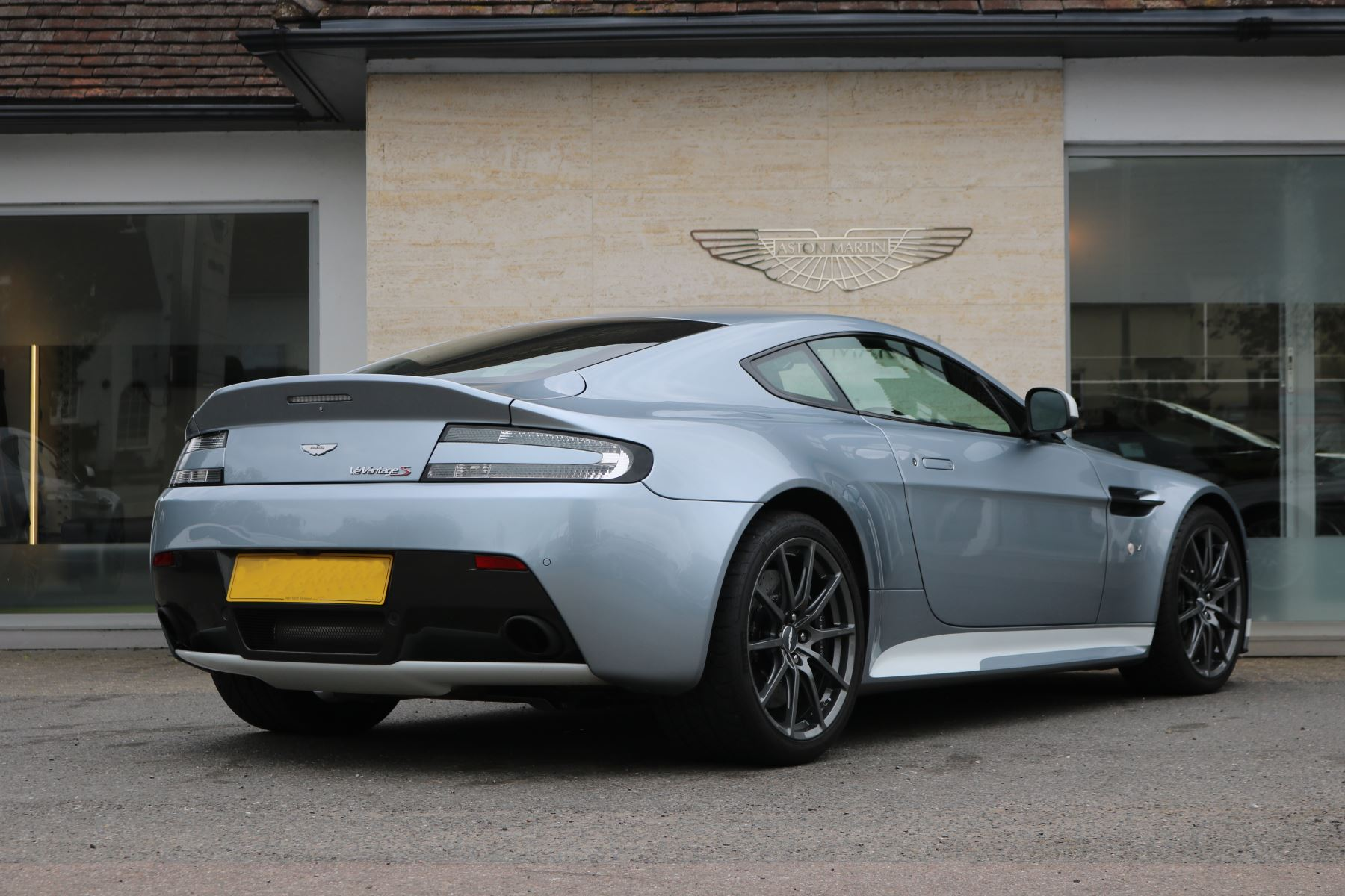 Aston Martin V12 Vantage S Coupe S 2dr 5 9 3 Door Coupe 2017 At