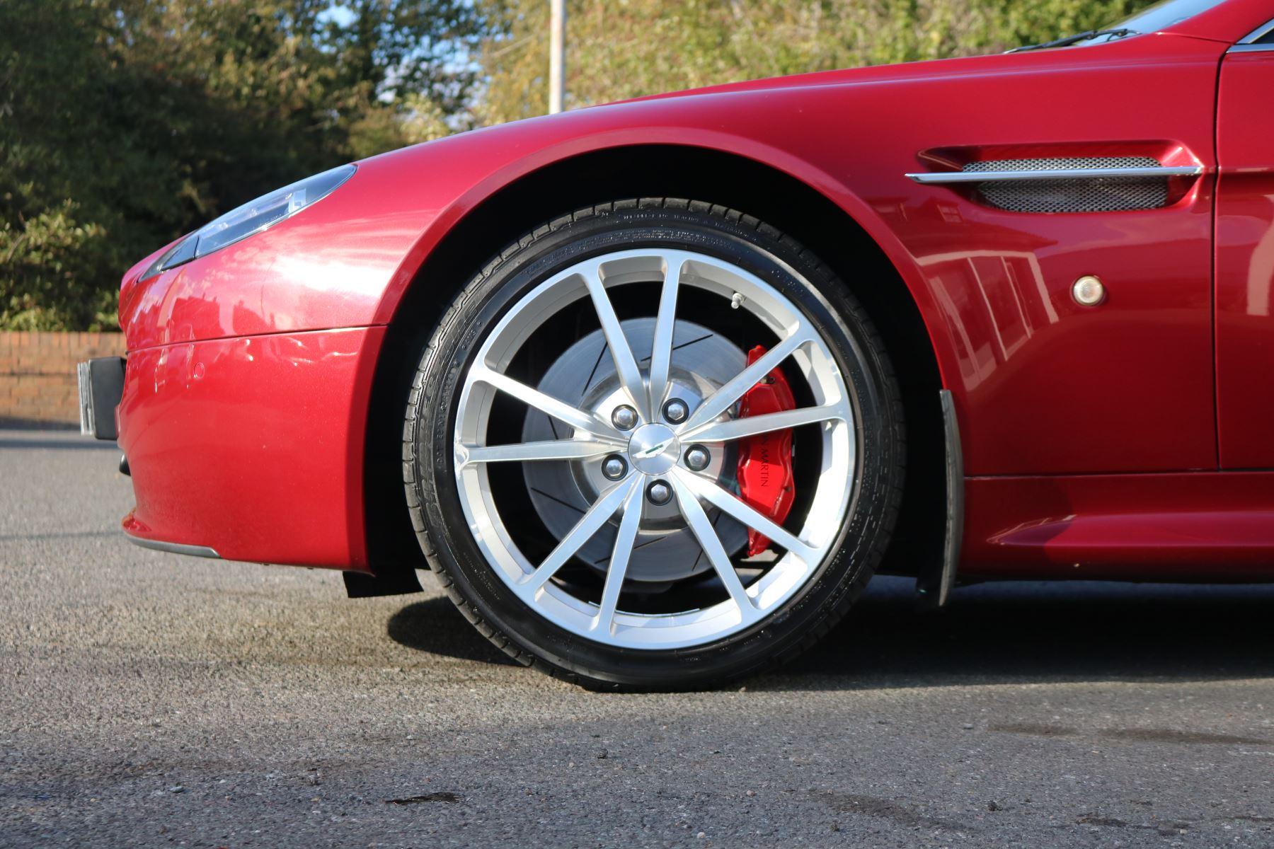 Aston Martin V8 Vantage Roadster 2dr [420] image 9