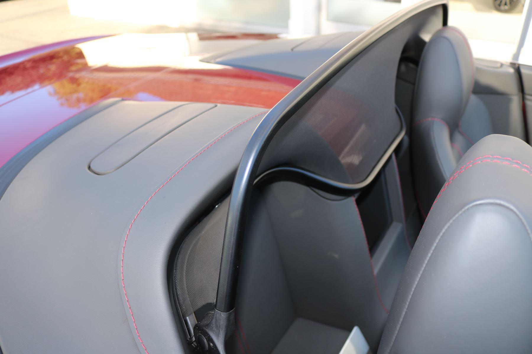 Aston Martin V8 Vantage Roadster 2dr [420] image 11