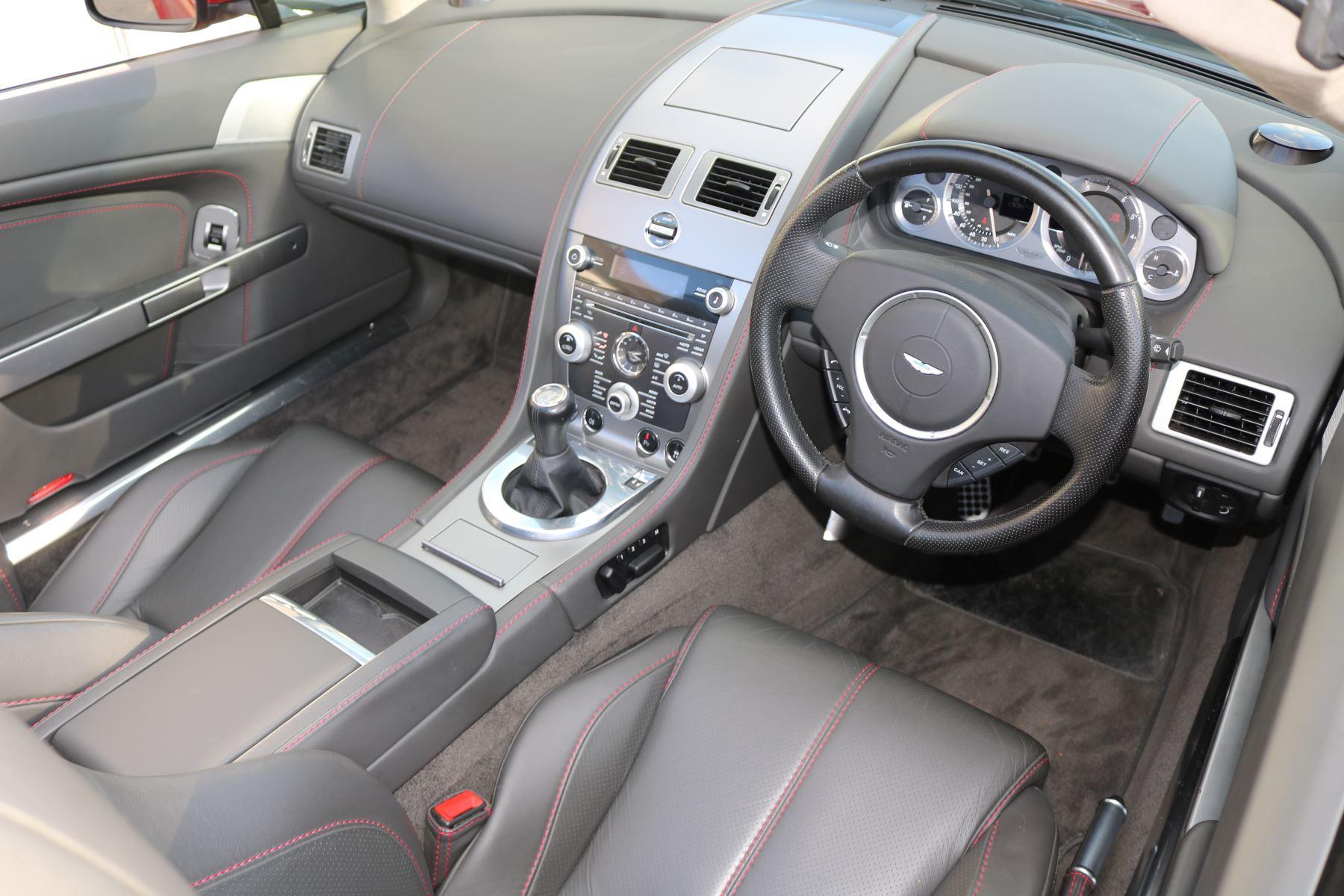 Aston Martin V8 Vantage Roadster 2dr [420] image 12
