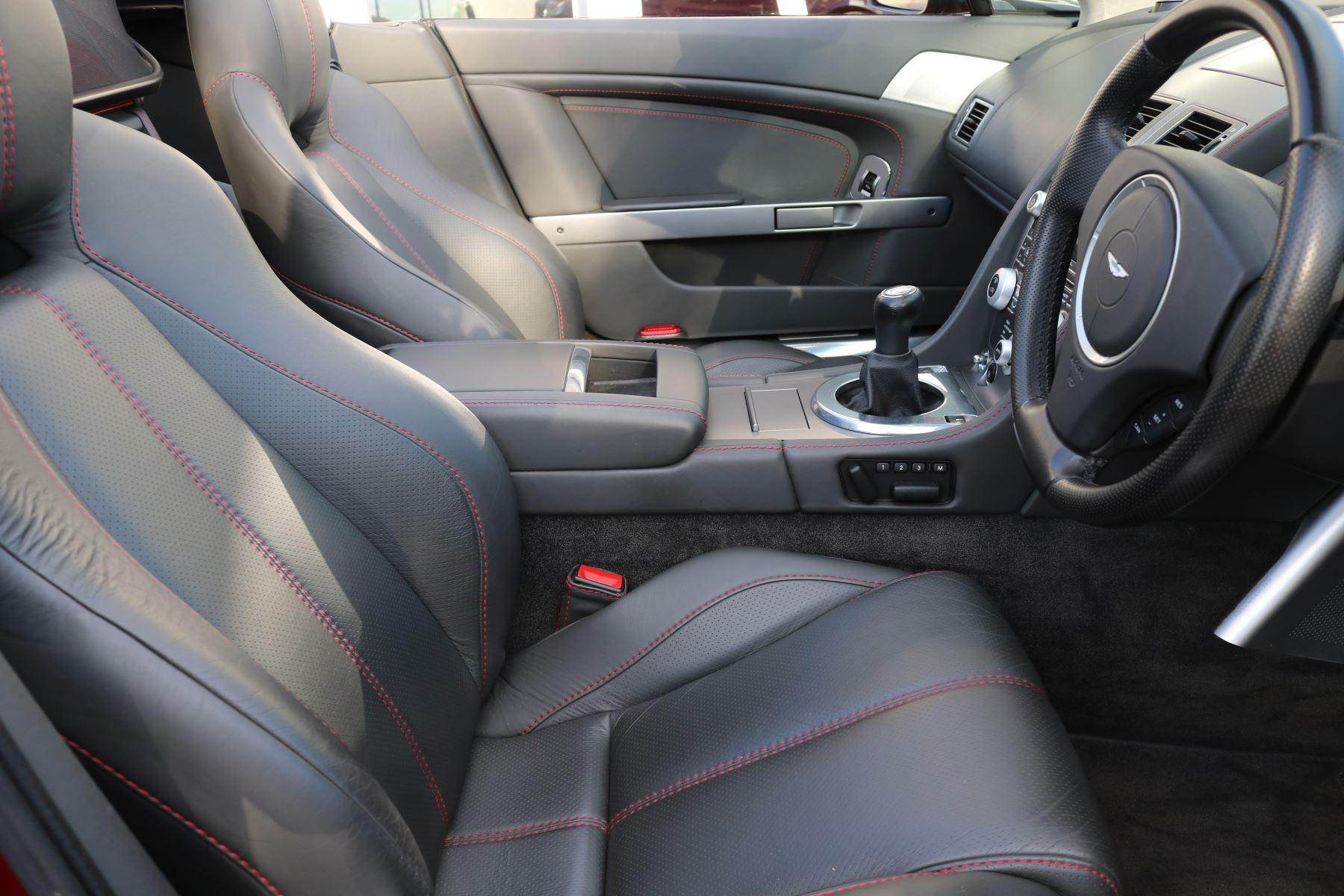 Aston Martin V8 Vantage Roadster 2dr [420] image 13