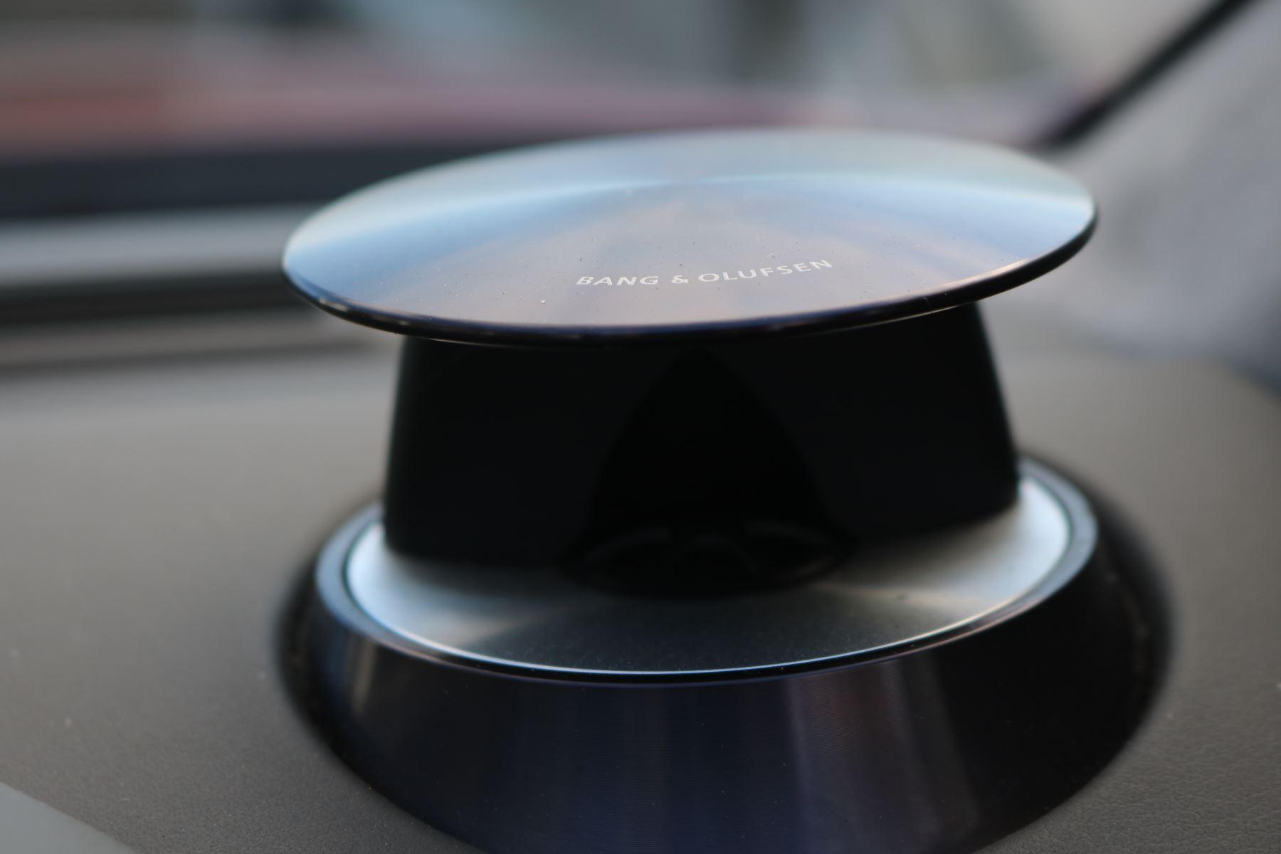 Aston Martin V8 Vantage Roadster 2dr [420] image 19