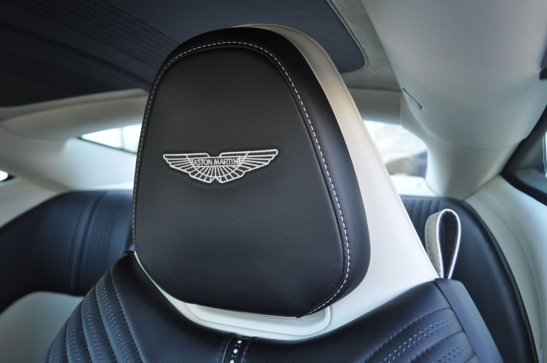 Aston Martin DB11 V12 2dr Touchtronic image 30