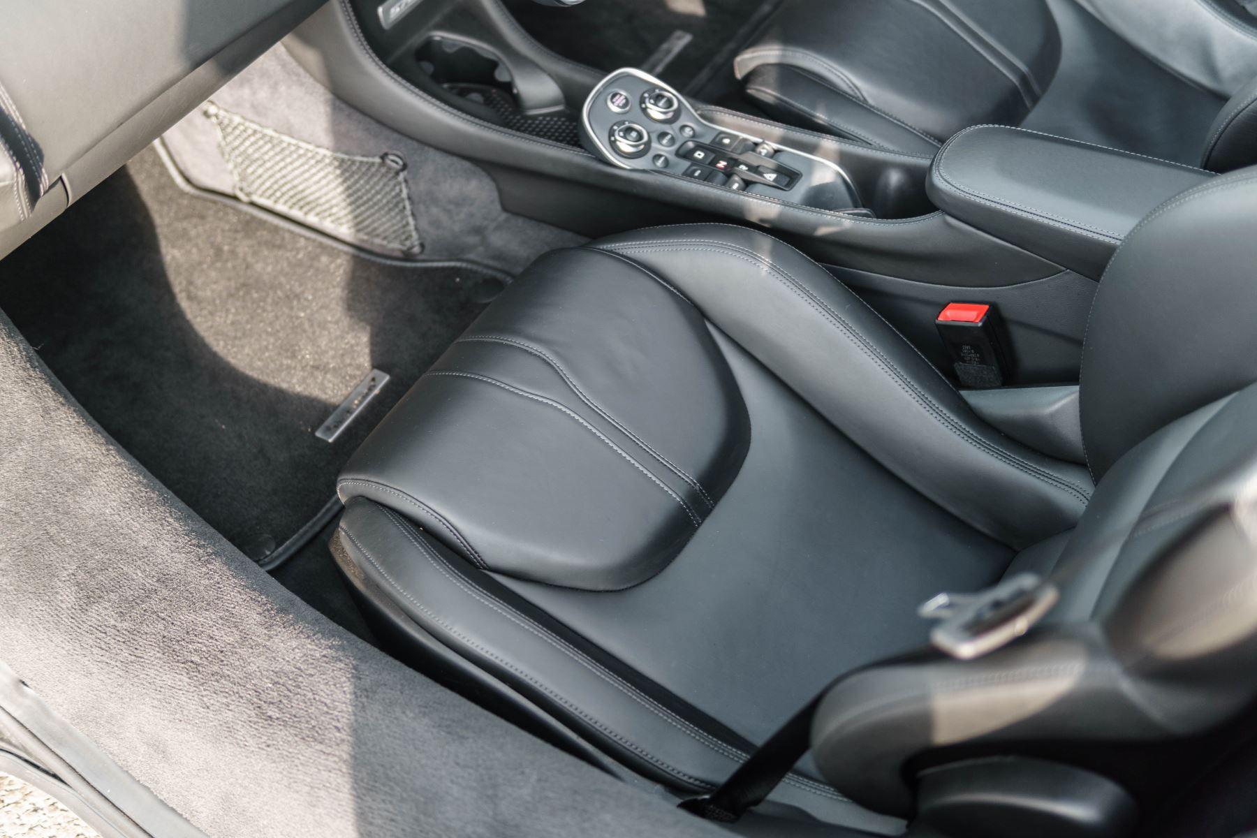 McLaren 570S Spider V8 2dr SSG image 32
