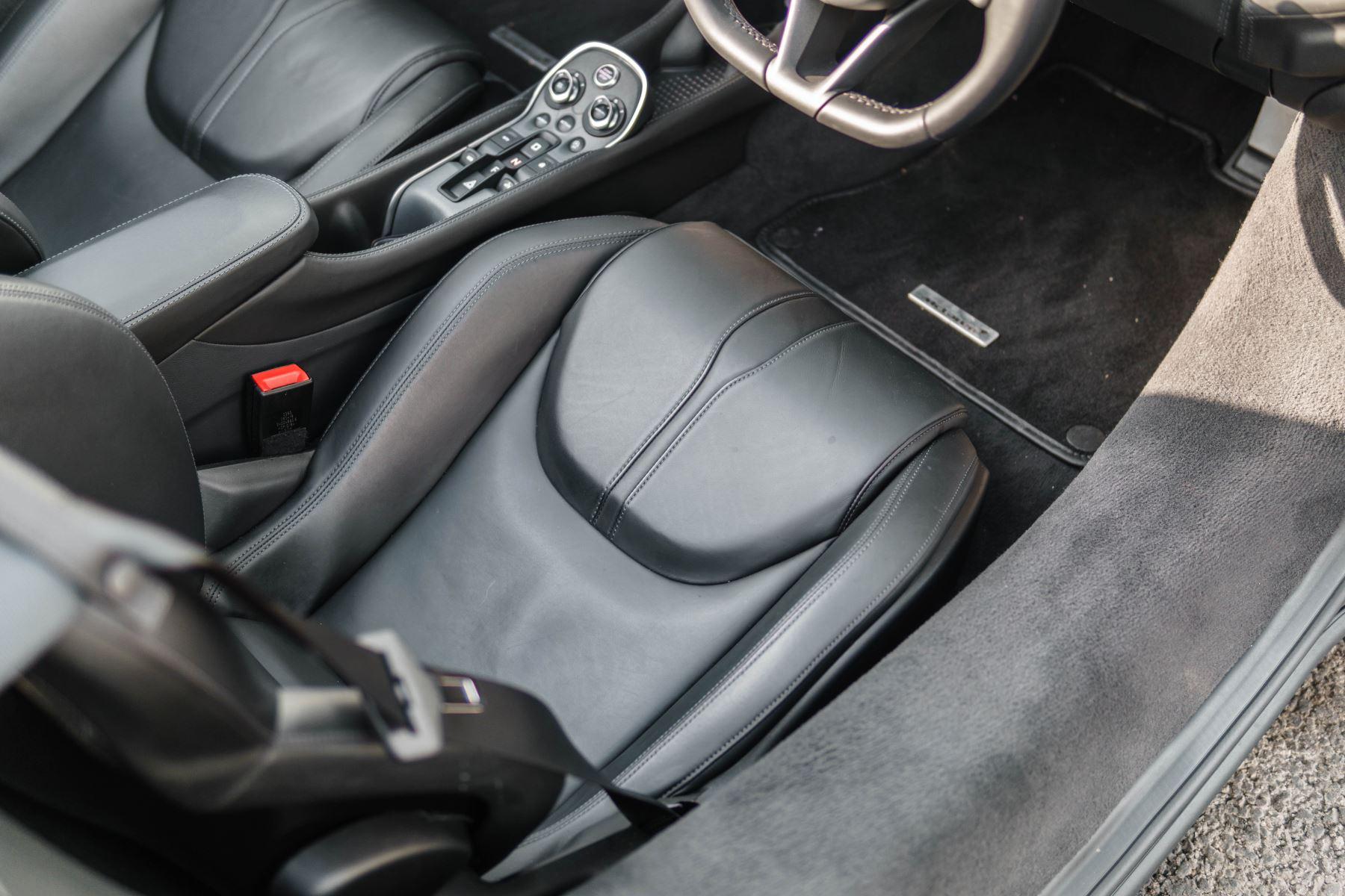 McLaren 570S Spider V8 2dr SSG image 39