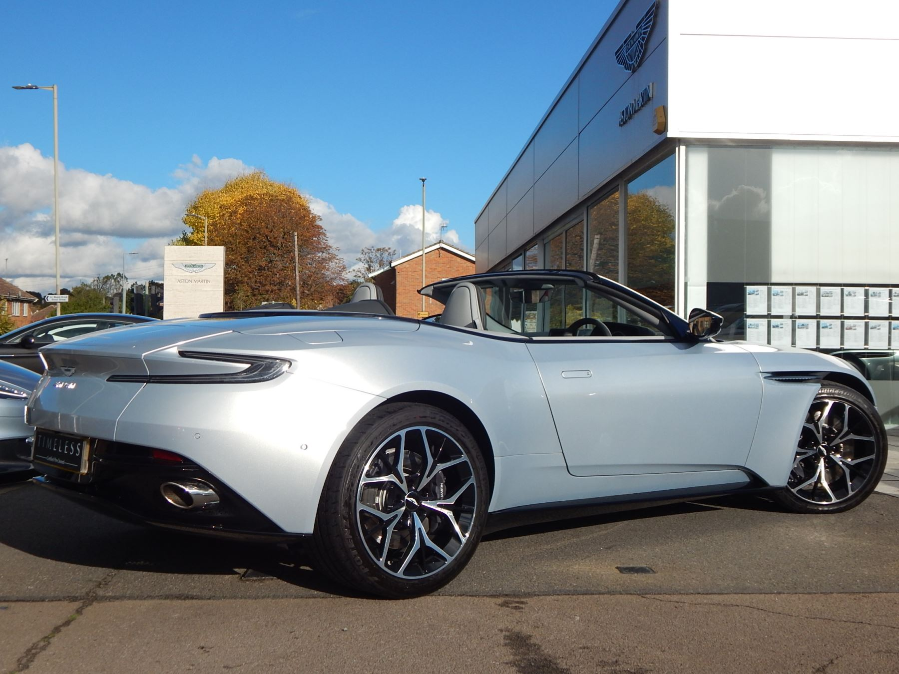Aston Martin DB11 Volante 4.0 V8 Twin Turbo image 22