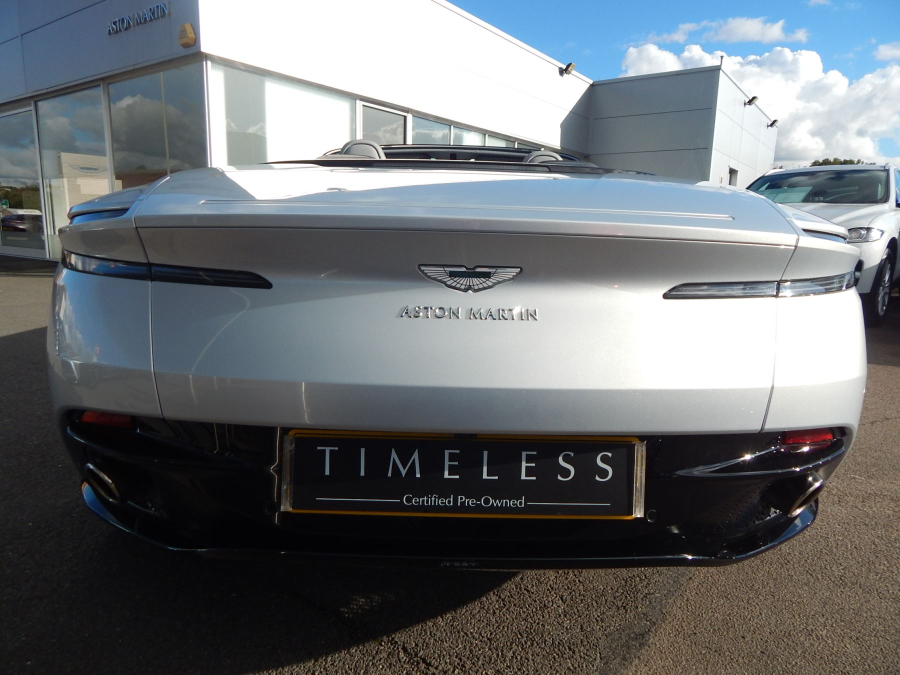 Aston Martin DB11 Volante 4.0 V8 Twin Turbo image 24