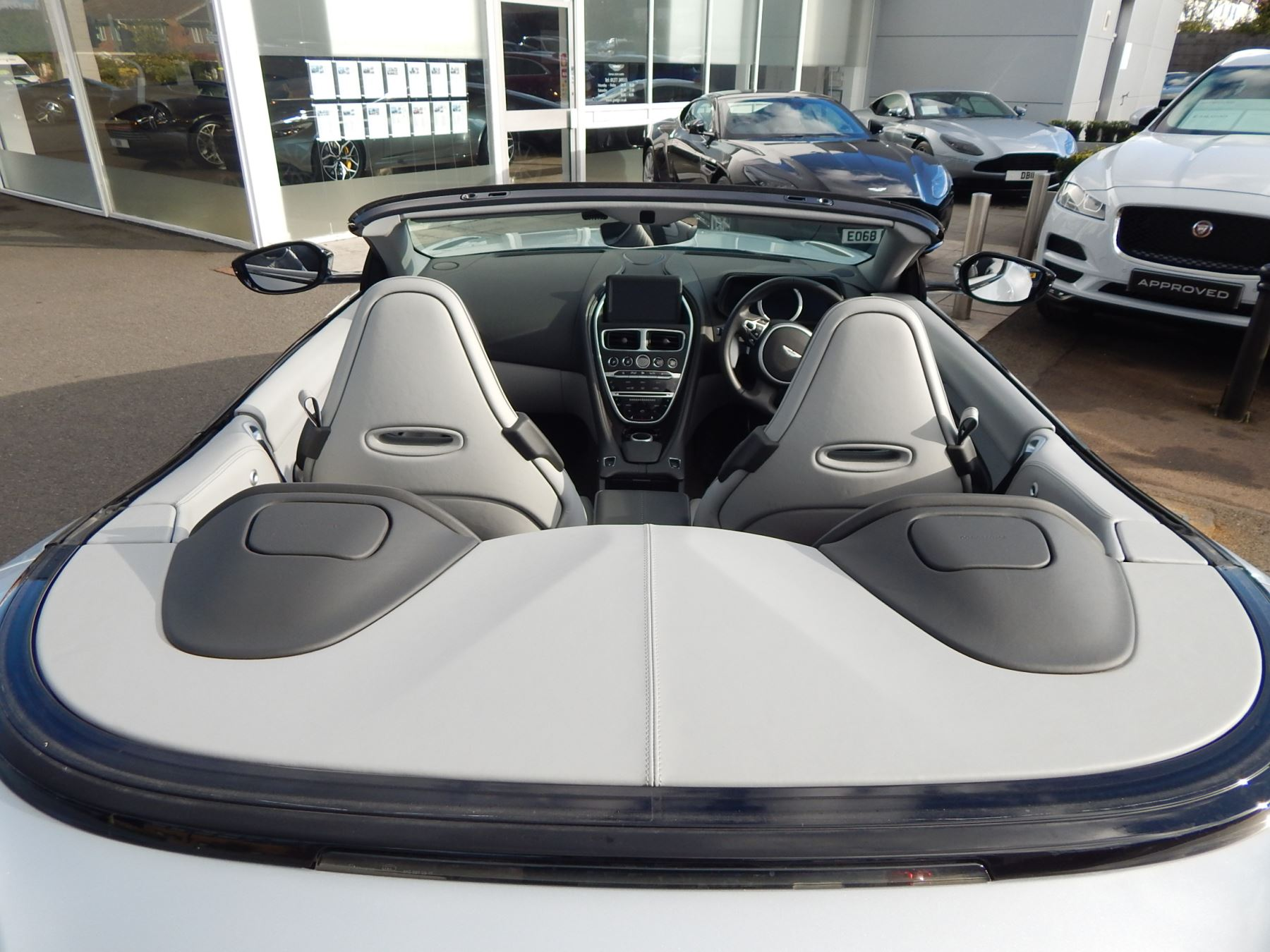 Aston Martin DB11 Volante 4.0 V8 Twin Turbo image 28