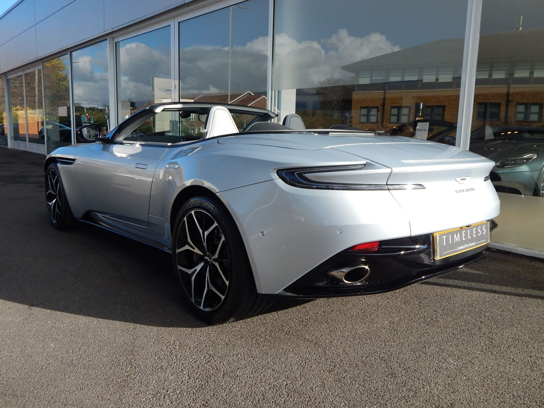 Aston Martin DB11 Volante 4.0 V8 Twin Turbo image 26