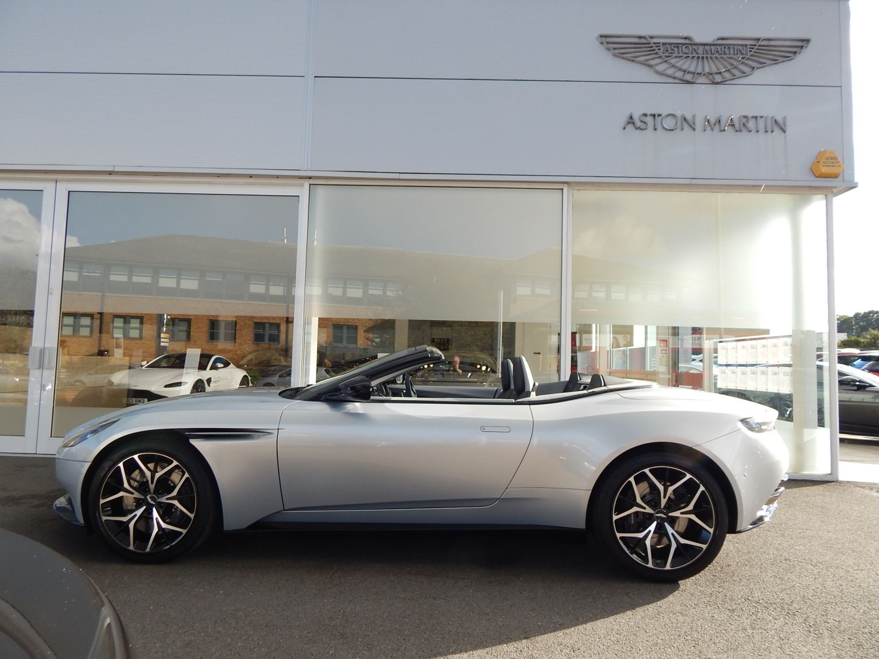 Aston Martin DB11 Volante 4.0 V8 Twin Turbo image 20
