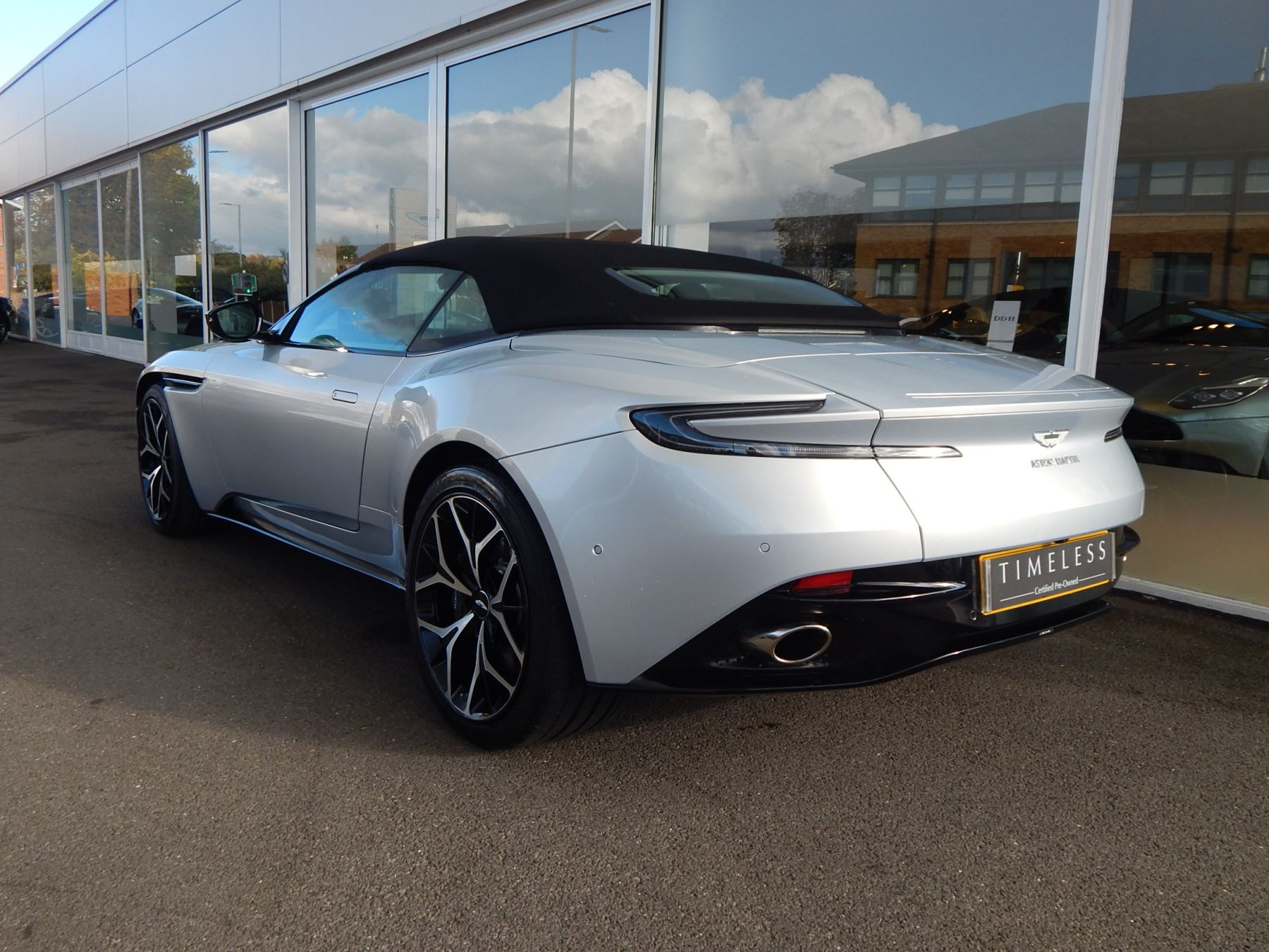 Aston Martin DB11 Volante 4.0 V8 Twin Turbo image 27
