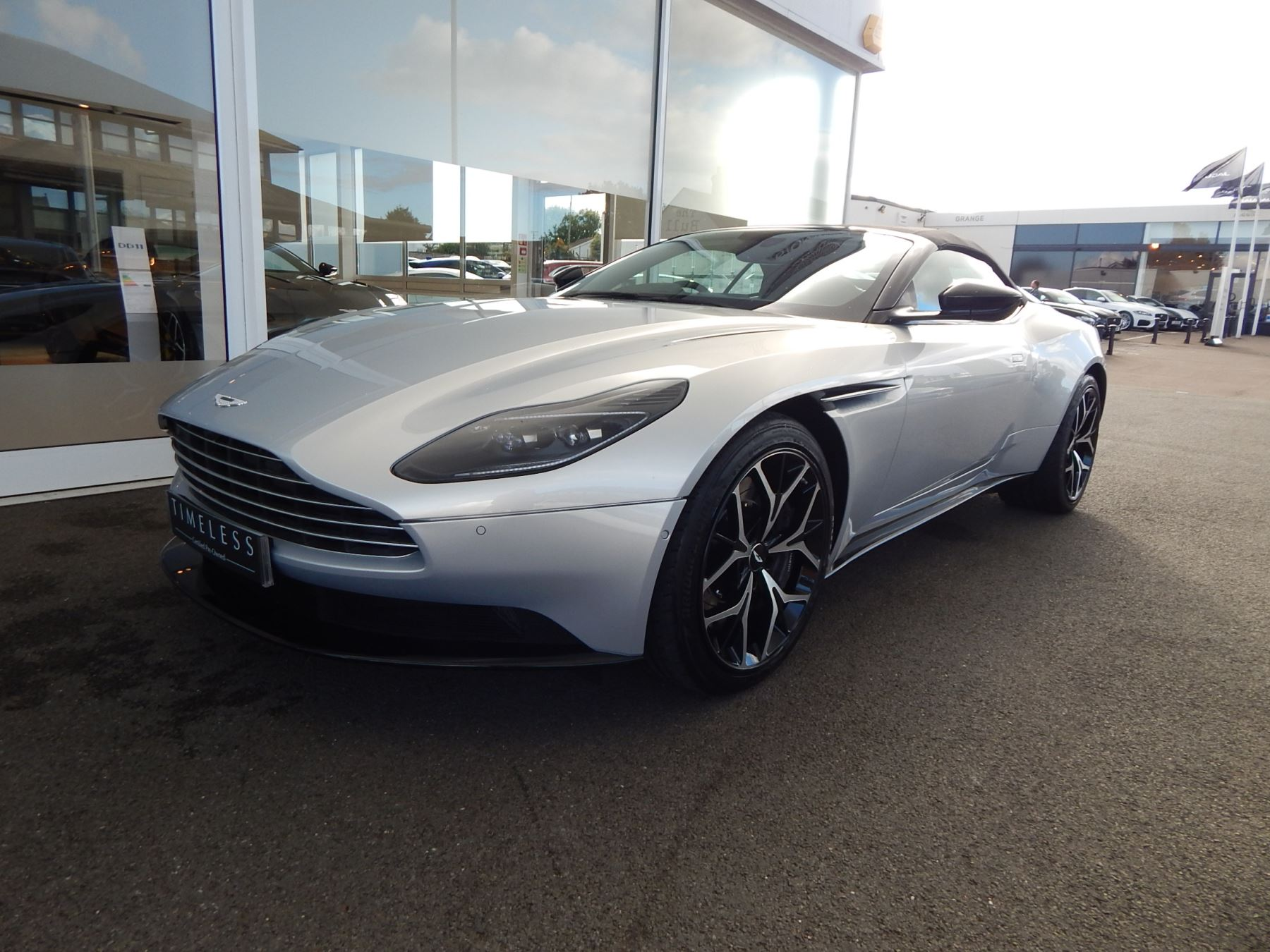 Aston Martin DB11 Volante 4.0 V8 Twin Turbo image 8