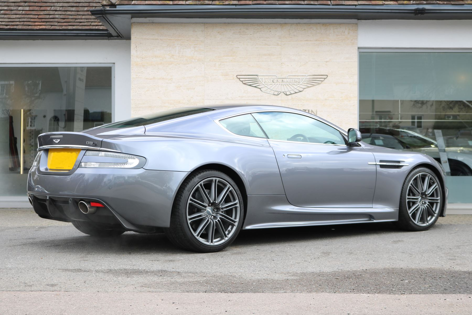 aston martin dbs v12 2dr touchtronic 5.9 automatic 3 door coupe