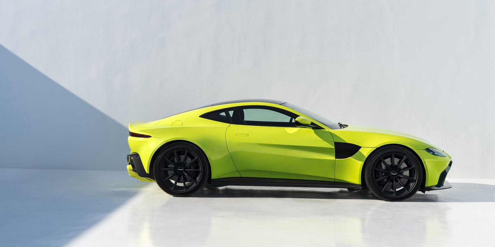 Aston Martin New Vantage - The Archetypal Hunter image 11