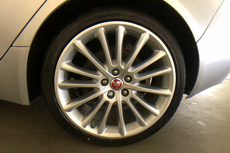 Jaguar XE 2.0d [180] Portfolio image 8