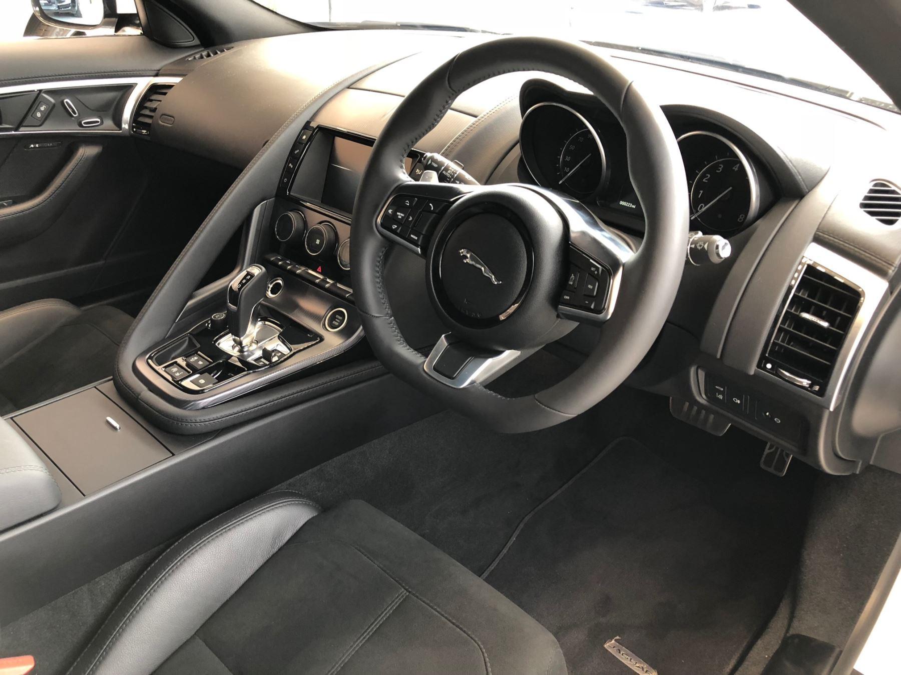 Jaguar F-TYPE 3.0 Supercharged V6 R-Dynamic image 4