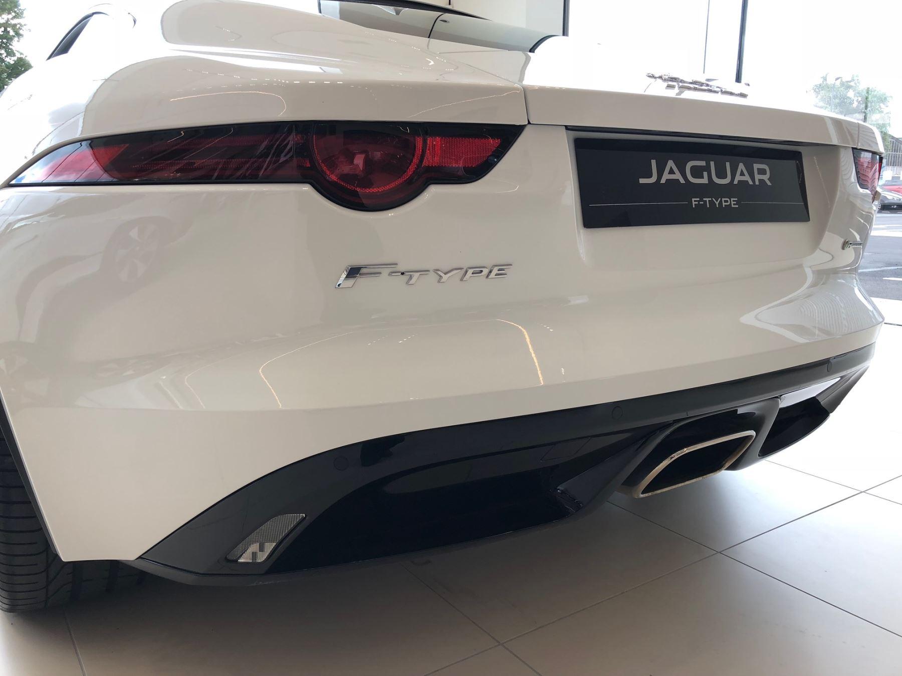 Jaguar F-TYPE 3.0 Supercharged V6 R-Dynamic image 8
