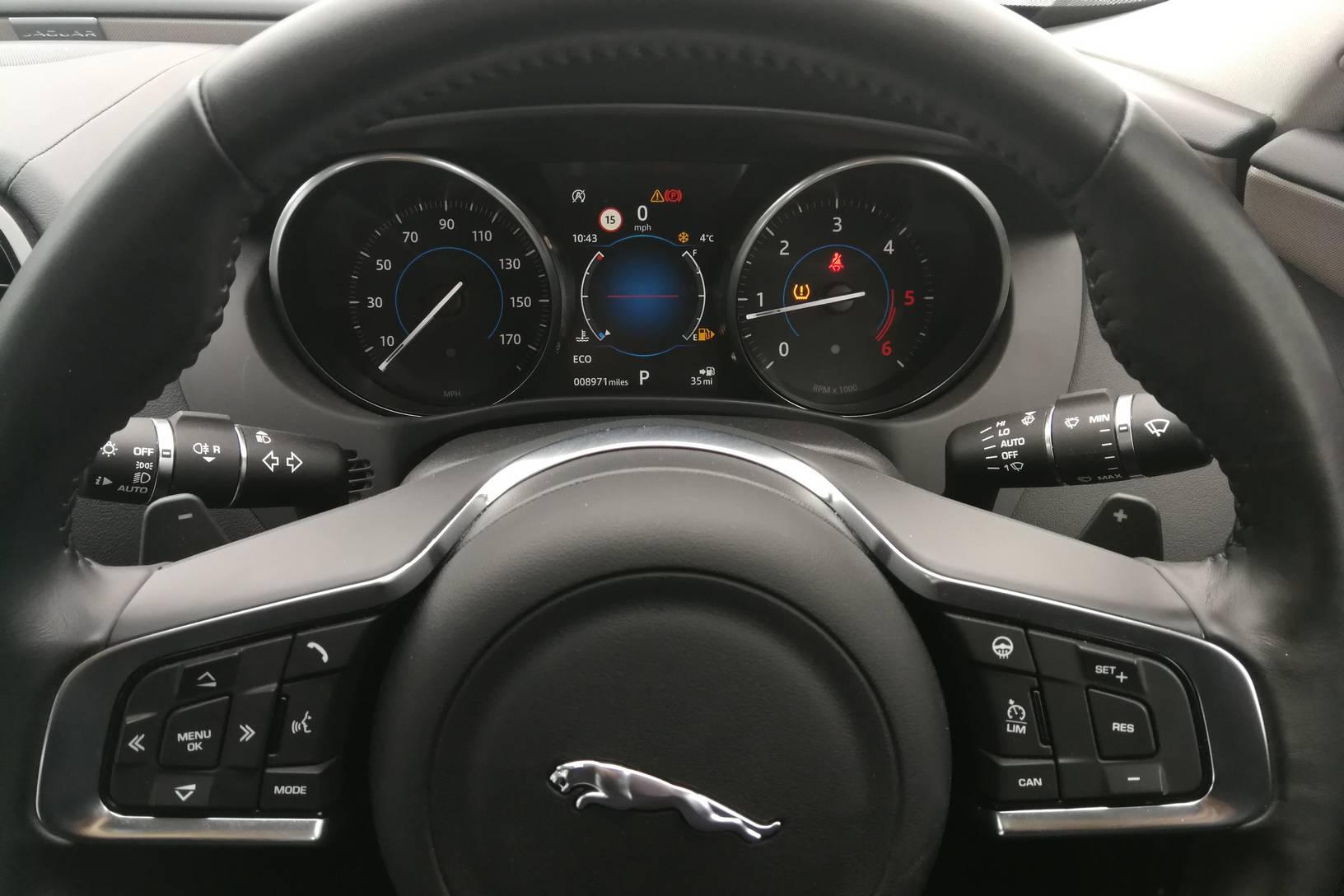 Jaguar XE 2.0d [180] Portfolio image 10