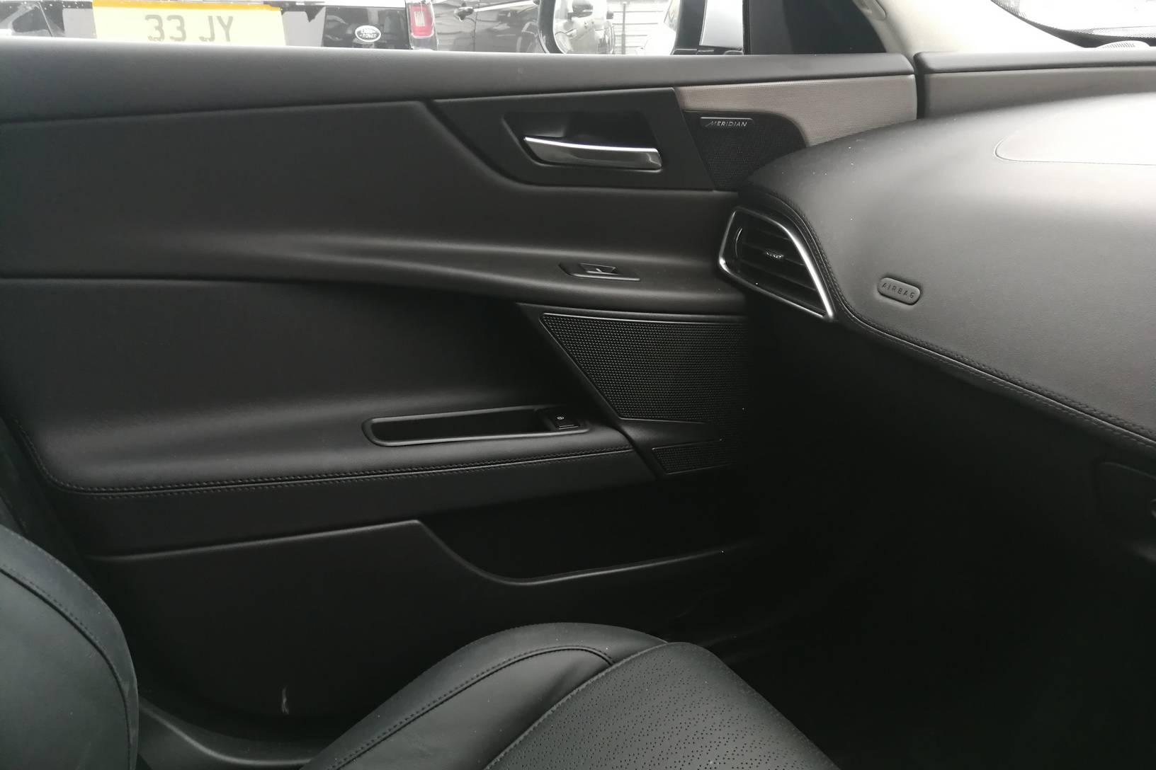 Jaguar XE 2.0d [180] Portfolio image 15