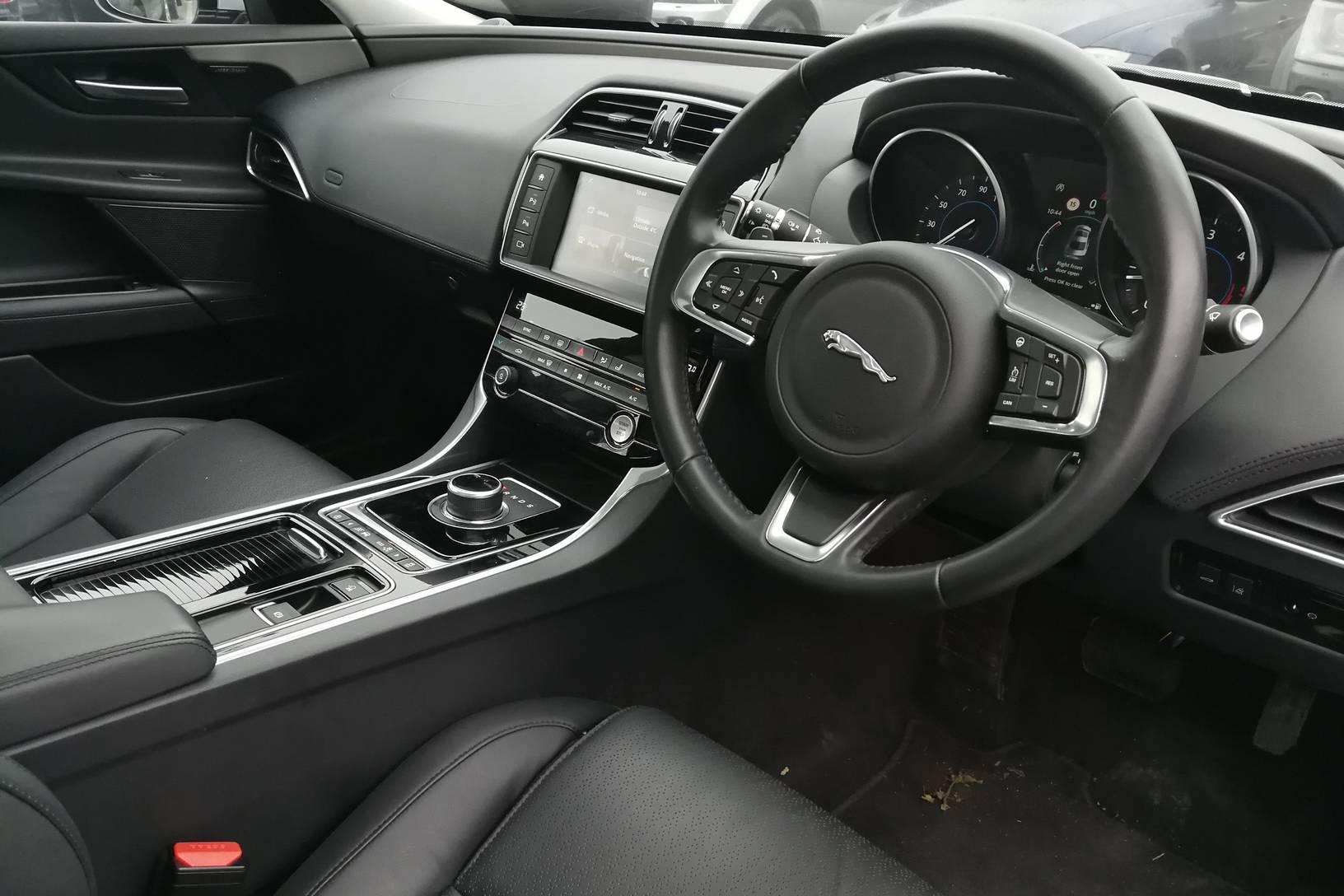 Jaguar XE 2.0d [180] Portfolio image 17