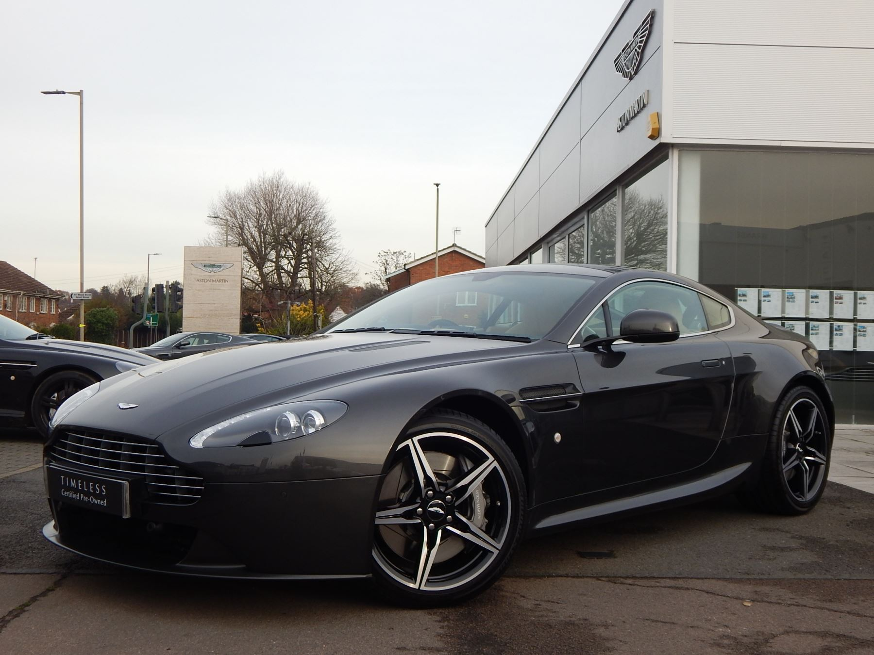 Aston Martin V8 Vantage Coupe 4.7 Coupe Sports Shift 2 door (2016)
