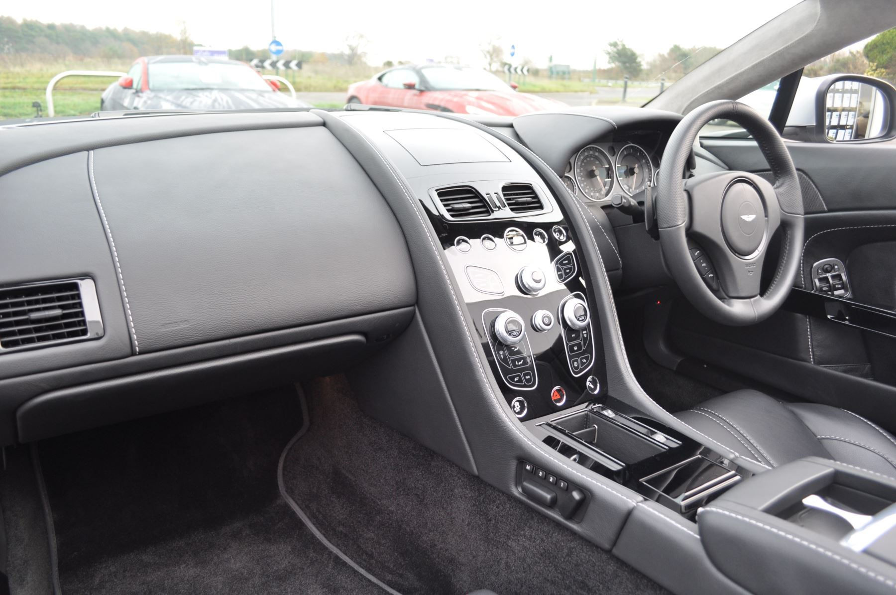 Aston Martin V12 Vantage S S 2dr Sportshift III image 18